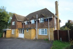 A Modern Detached Four Bedroom House