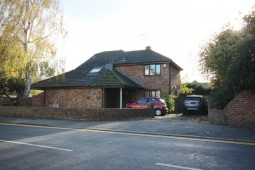 A Spacious Modern Detached Four Bedroom House