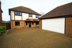 Substantial 4 Bedroom Detached House